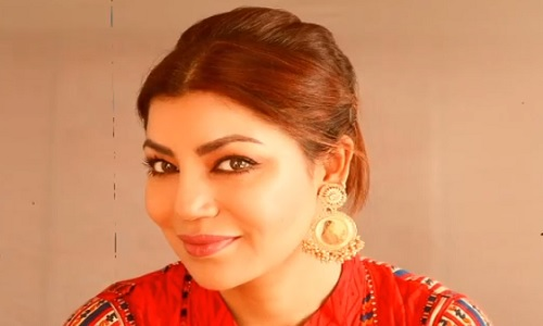 Debina Bonerjee shares how to get the festive makeup right, See Video